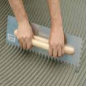 Dantyta glaistyklė, apvaliais dantimis su medine rankena, 9 mm, 48x13cm